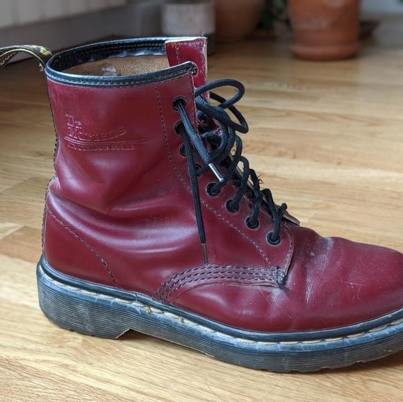 käytettävissä Sells lisää valokuvia Doc Martins Red Patent Leather - G8 4 BurningMan
